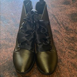 New Dirty Laundry size 7.5 Olive satin combat boot